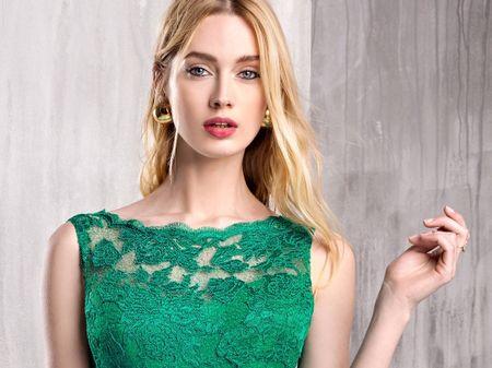 40 robes de cocktail vertes : la tenue gagnante pour les invitées de mariage !