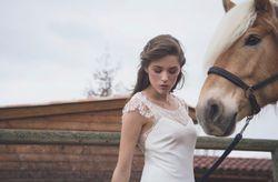 Aurélia Hoang 2017 : une collection de robes de mariée aux allures folk