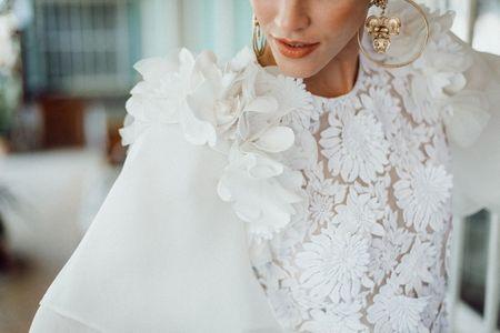 55 robes de mariée avec fleurs tridimensionnelles : vive le look en relief !