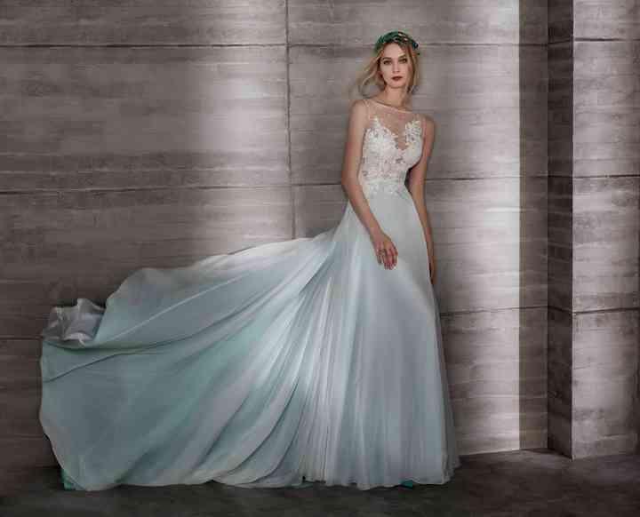 Robe De Mariee 2019 De Couleur 40 Modeles Qui Font Exception A La Tradition
