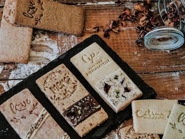 Petits gâteaux personnalisés pour le mariage