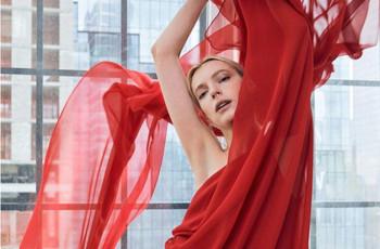 Halston : la série Netflix sur le créateur de mode qui va inspirer votre look d'invitée