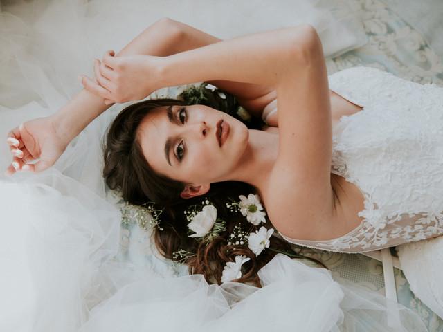 Pour un Oui by Cymbeline 2022 : des robes de mariée à la jeunesse et fraîcheur d'une fleur