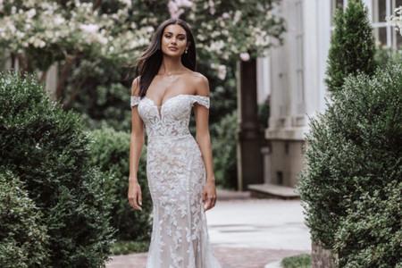 Avis aux amatrices de coupe fourreau et broderies : voici les robes de mariée printemps-été 2021 de Madison James