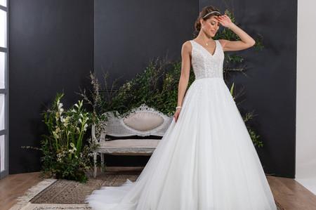 Eglantine Créations 2021 : deux collections romantiques pour une robe blanche féerique