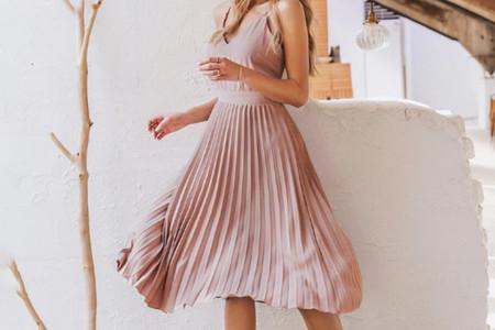 Robes de soirée plissées : 50 modèles qui traversent les âges