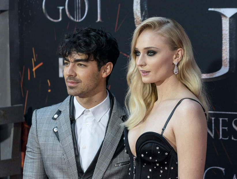 célèbre groupe Jonas Brothers et membre de DNCE, et Sophie Turner,  actrice connue pour le rôle de Sansa Stark qu\u0027elle interprète dans Game of  Thrones,