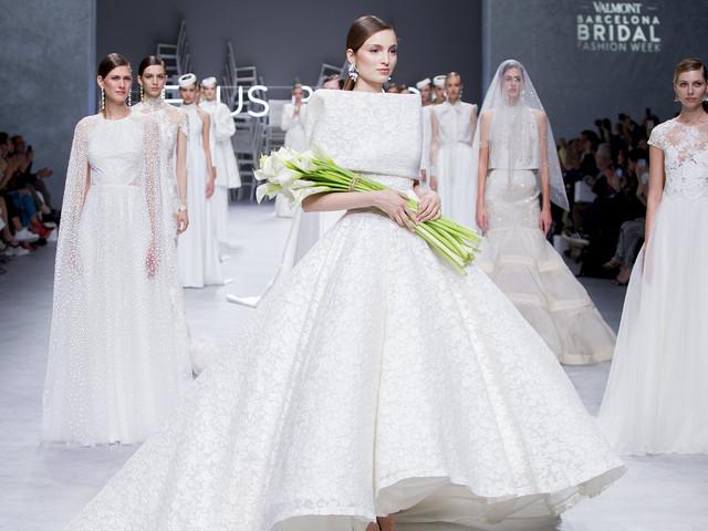 VBBFW 2019 : Jesús Peiró présente « Calla », une collection mariée d'inspiration florale