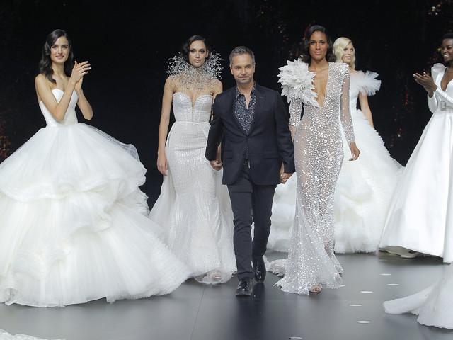 Pronovias 2020 : un défilé de robes de mariée plein d'étoiles