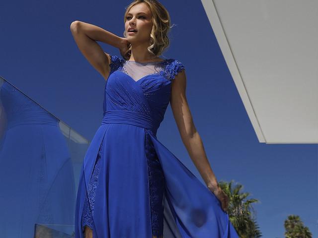 25 robes de soirée bleu Pantone pour des invitées qui rayonnent !