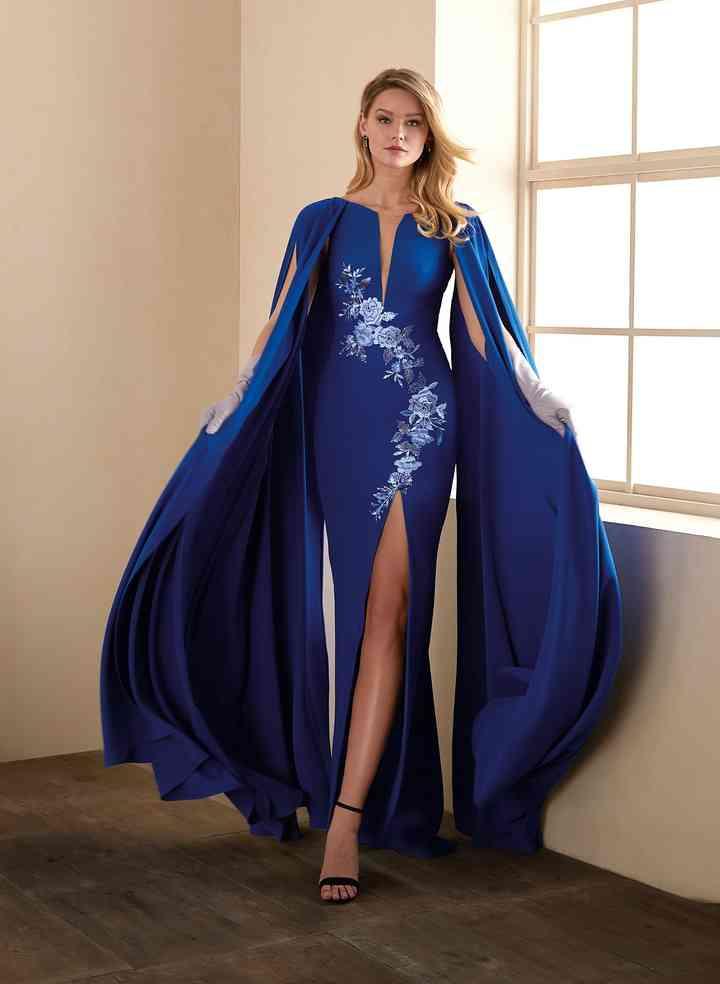 25 Robes De Soiree Bleu Pantone Pour Des Invitees Qui Rayonnent
