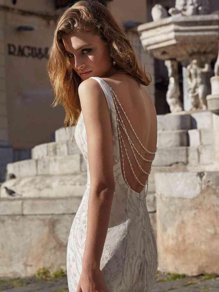 robes de mariée collier dos