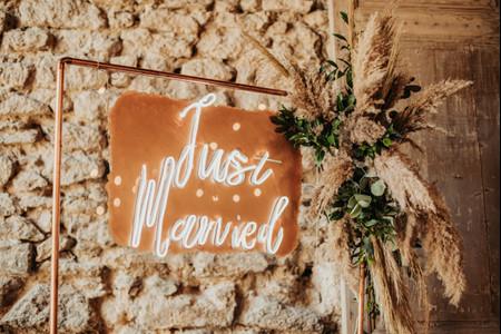 La décoration de mariage néon : une option qui éblouit !