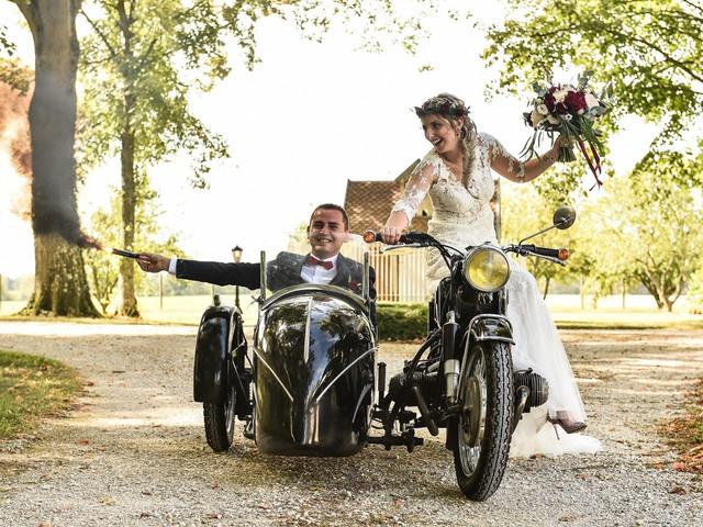 Un side-car pour les trajets, idéal pour les mariés !