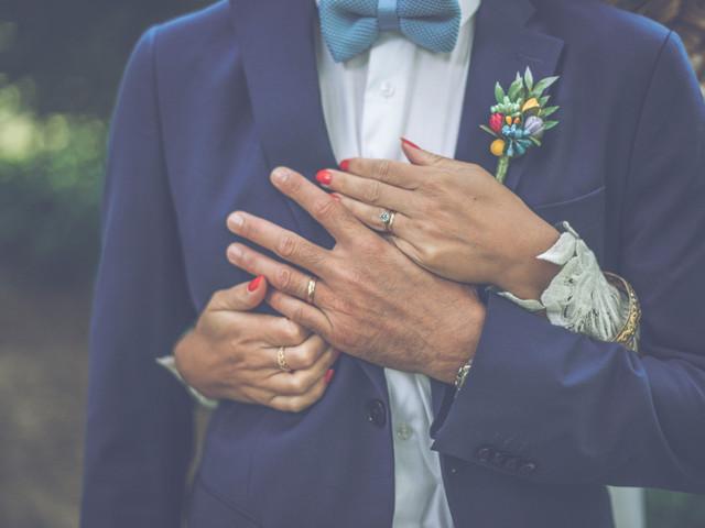 Une manucure pour le marié, des mains sublimées