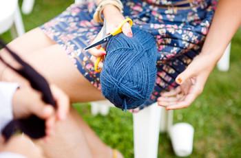 Le rituel de la pelote de laine : tisser des liens éternels à votre mariage