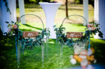 Les chaises des mariés : 6 accrochages créatifs pour signaler votre place !