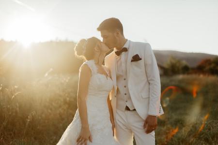 Osez le costume de mariage blanc pour un look élégant et pur