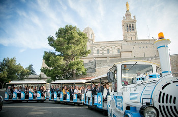 7 transports pour un petit tour en ville des mariés avec les invités