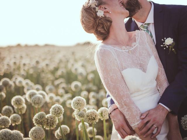 Photos de couple dans les champs : lequel pour des clichés romantiques ?