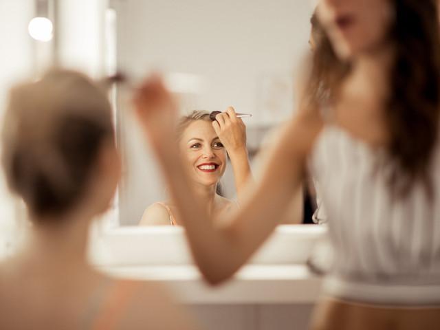 Coiffure maquillage et manucure… à domicile ?