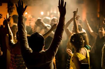 Danses individuelles : une soirée de mariage en toute sécurité