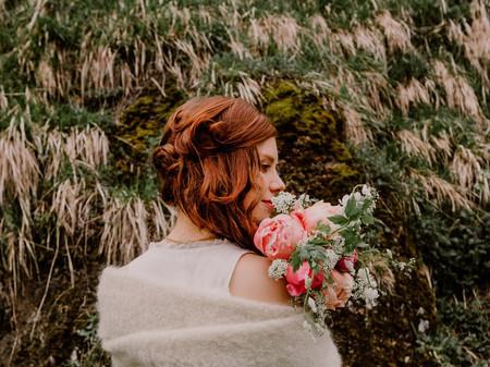 60 idées de coiffures sur le côté pour la mariée