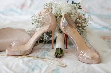 Chaussures de mariée transparentes : oser le look Cendrillon le jour de votre union ?