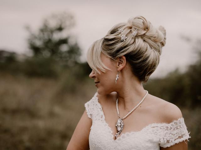 Comment accessoiriser les différents décolletés des robes de mariée ?