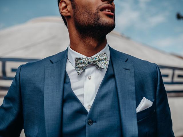Costumes de mariage bleus : 35 modèles pour toutes les saisons