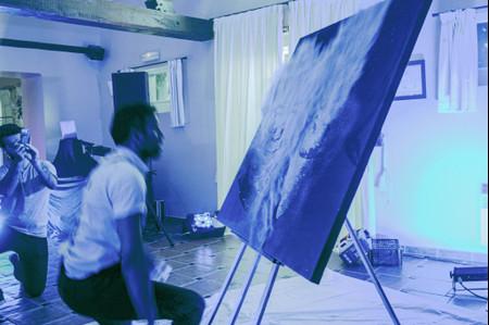 Le glitter painting ou comment peindre les mariés en direct avec des paillettes !
