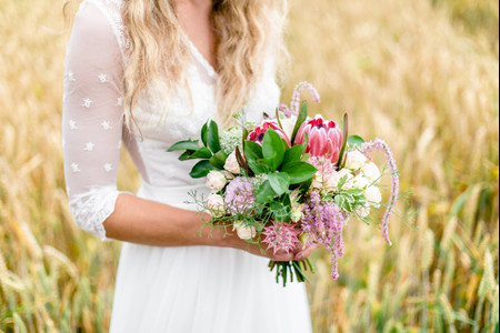 Protéa dans les bouquets de mariée : la plante florale devenue reine