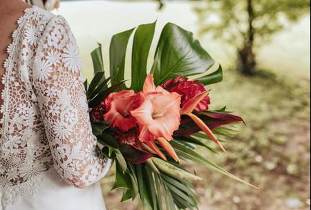 35 sublimes bouquets de mariée exotiques : une jungle colorée pour votre look de mariée !