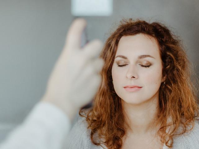 Pourquoi et comment fixer le maquillage de la mariée ?