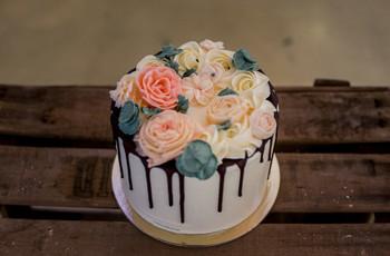 Drip cake de mariage : à la recherche d'un délicieux coulis ? Par ici!