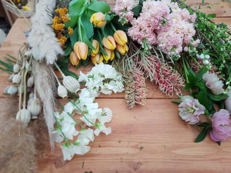 Un bouquet de mariée de saison ? Le calendrier des fleurs à garder en tête