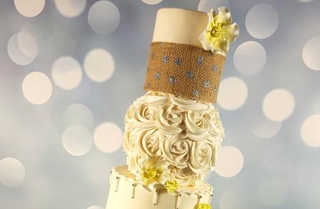 Gâteau de mariage topsy-turvy : une tendance renversante !