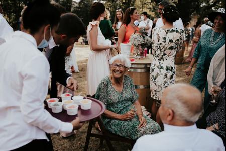 Personnes âgées : protéger les invités à risque sans les exclure du jour J