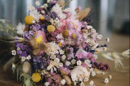 5 bouquets de mariée avec des fleurs séchées