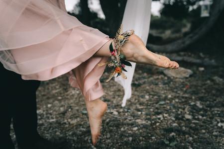 Chevilles nues et apparentes ? 6 accessoires de mariée pour les habiller !