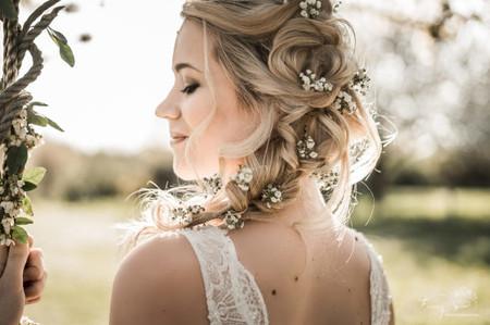Cheveux mi-longs : 5 options de coiffure avec tresses pour la mariée