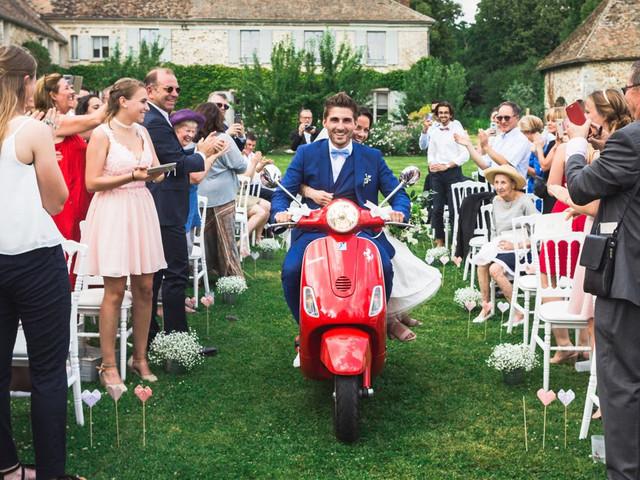 Arrivée des mariés en Vespa : esprit vintage et dolce vita !