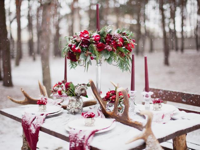 30 idées déco avec du rouge : la couleur star des mariages d'hiver