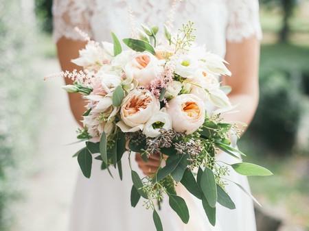 Bouquet de mariée avec eucalyptus : 5 fleurs à lui associer !