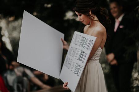 Discours de mariage sur des pancartes : que le défilé commence !