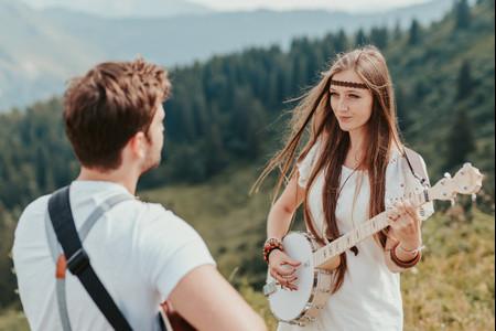 25 coiffures de mariée hippies : une beauté peace and love !
