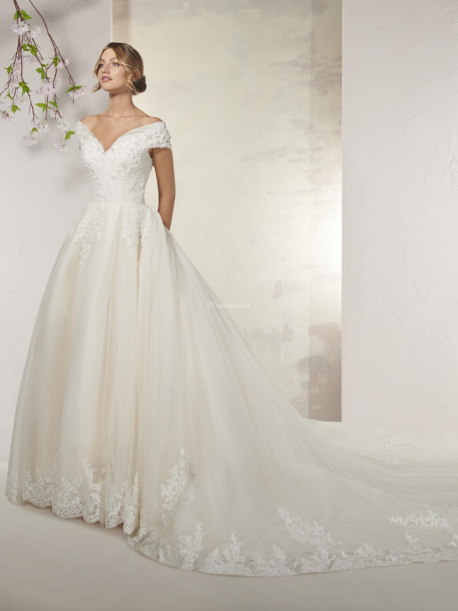 nouveau produit cca94 2e73d Robes de mariée sur Empire du mariage - BORNEO - Mariages.net