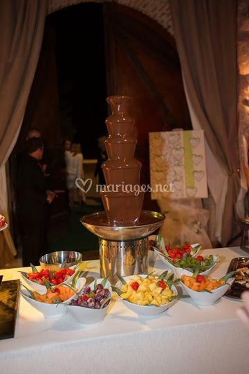 Fontaine de chocolat et fruits
