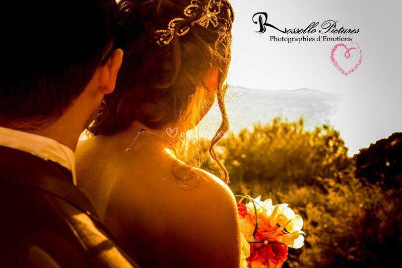 Mariés face à l'horizon