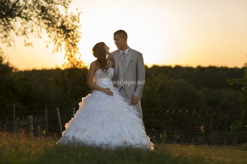 Jeune mariés coucher de soleil
